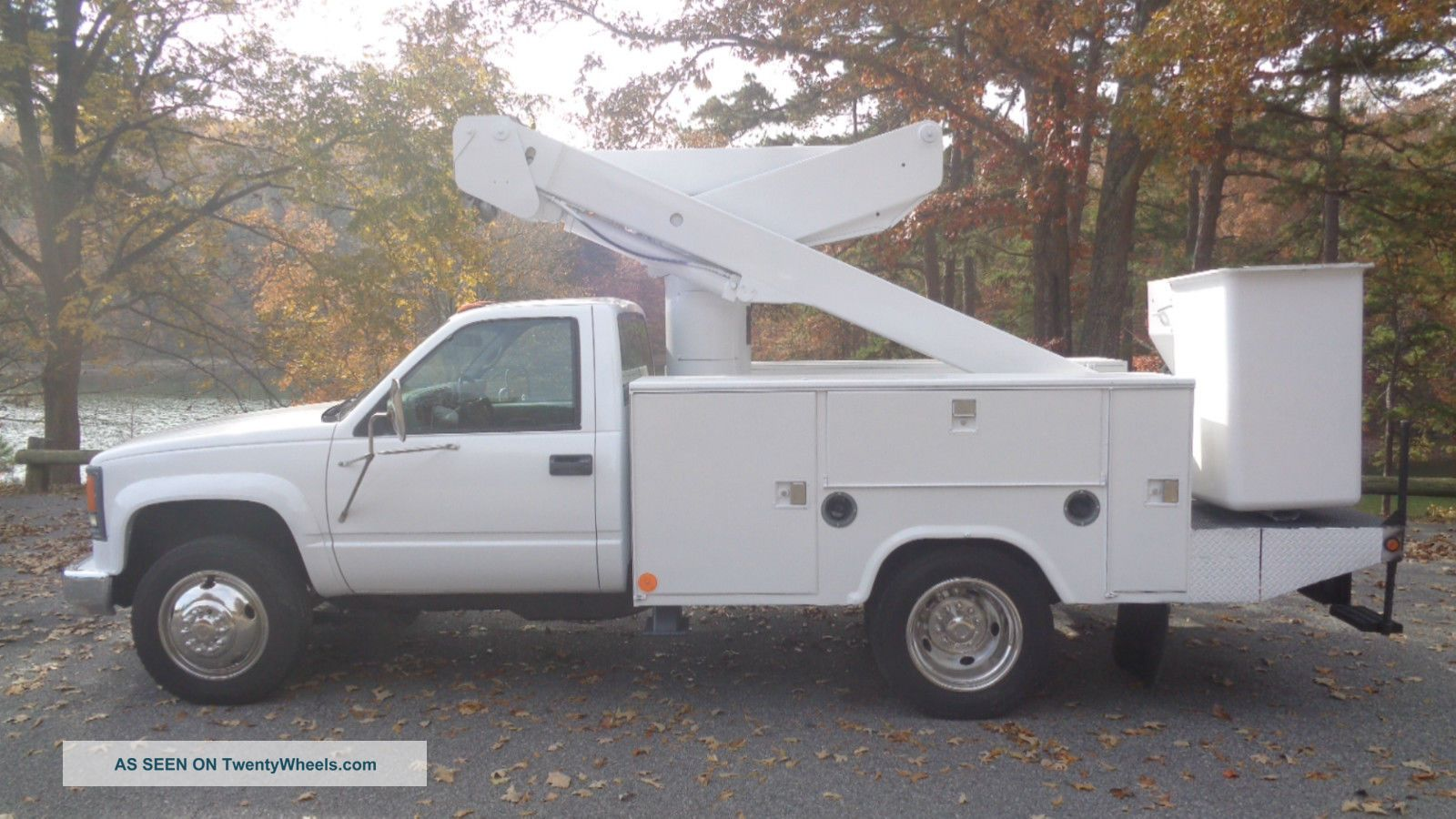 Articulating Boom Truck : Chevrolet custom versalift articulating bucket truck
