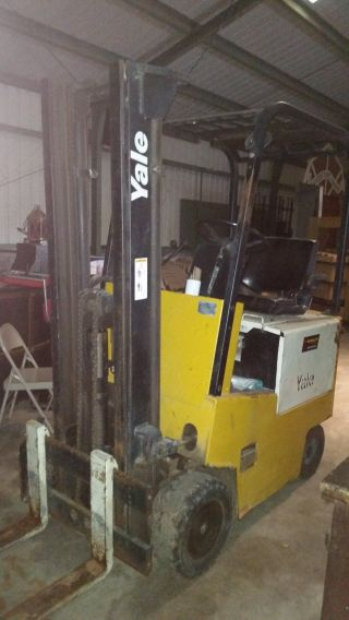 Yale 3000 Lb Capacity Forklift photo