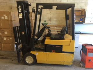 Electric Forklift photo