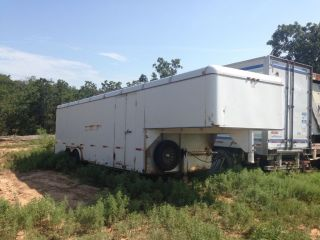Enclosed Ww Cargo Trailor 33 ' photo