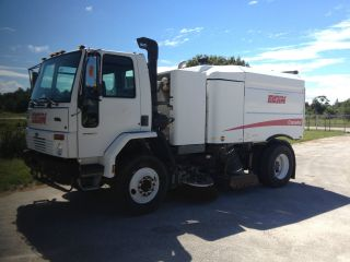 2006 Elgin Crosswind Street Sweeper County Unit photo