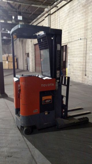 2006 Toyota Stand Up Fork Lift.  Battery.  2500 Hours.  Great Machine photo