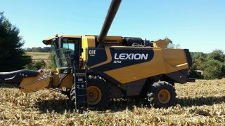 2010 Claas Lexion 570 Cat Combine With Heads photo