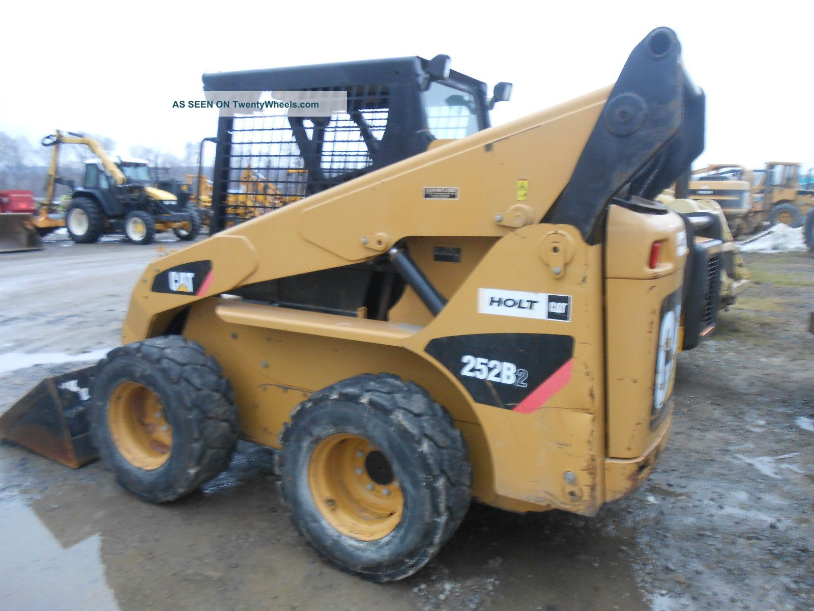 Skid Steer Controls : Cat b skid loader low hrs good tires pilot controls in pa