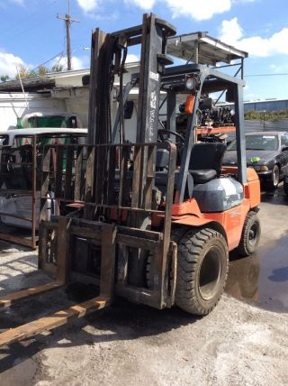 Forklift Toyota photo
