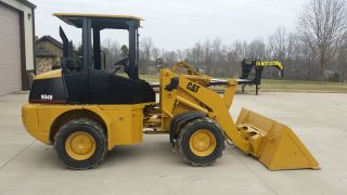 2005 Cat 904b Wheel Loader photo