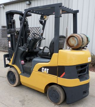 Caterpillar Model C5000 (2005) 5000lbs Capacity Great Lpg Cushion Tire Forklift photo