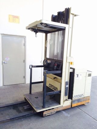 Crown Order Picker Electric 3000 Lb All Forklift Lift Truck photo