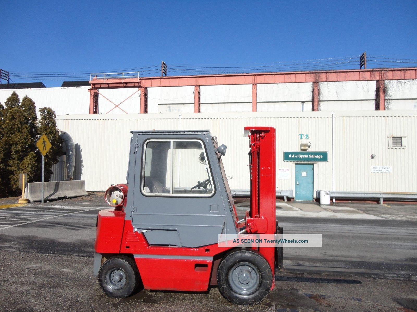Tcm Fg25 5,  000 Lbs Pneumatic Forklift - Triple Mast - Enclosed Cab - Propane Forklifts photo