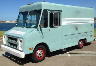 1981 Chevrolet P30 Step - Van photo