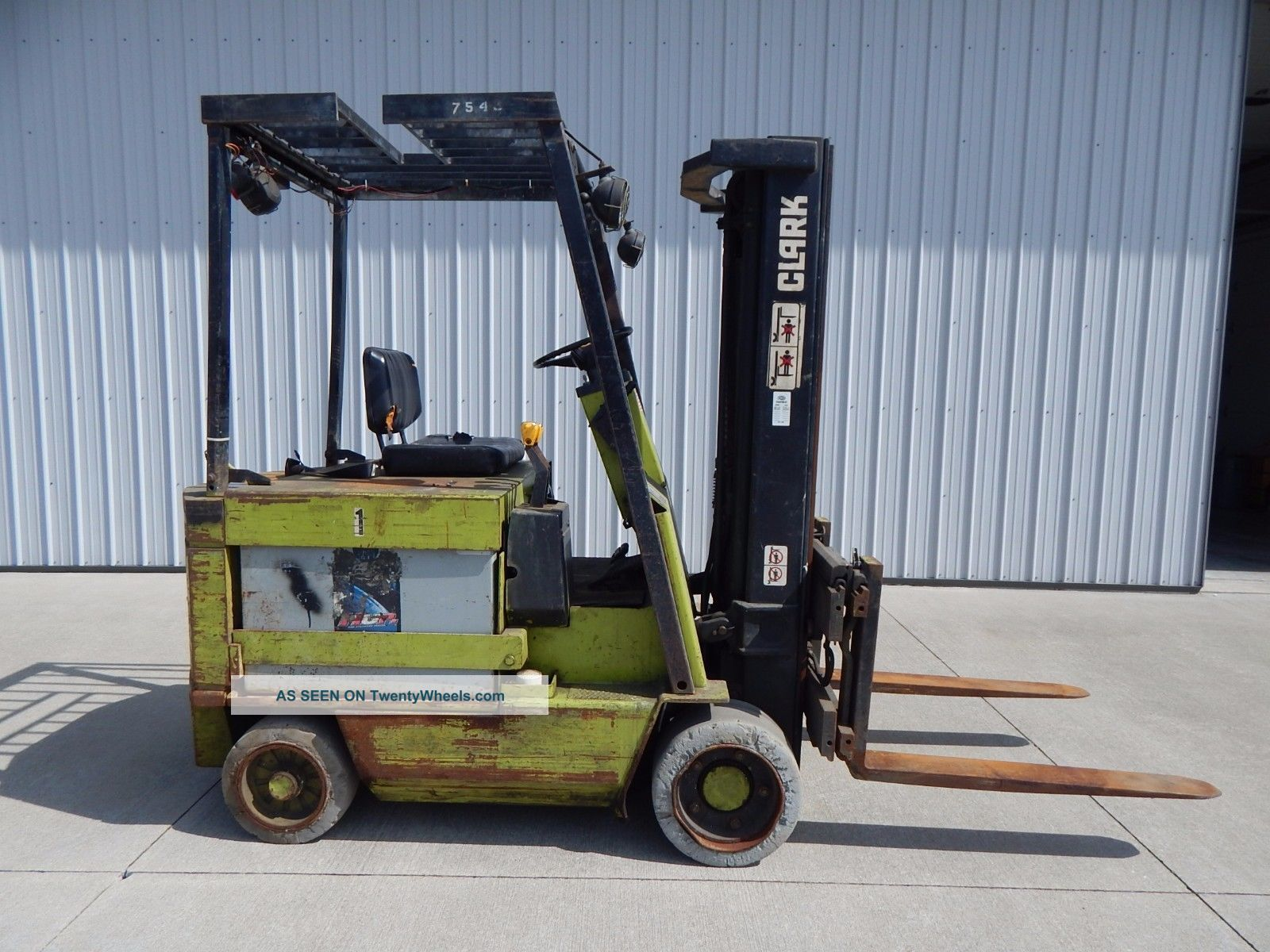 Clark electric fork lift clarklift forklift towmotor 5000 for Tow motor vs forklift