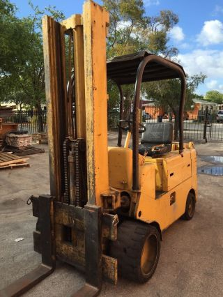 10,  000lb.  Capacity Caterpillar Triple Mast Propane Forklift photo