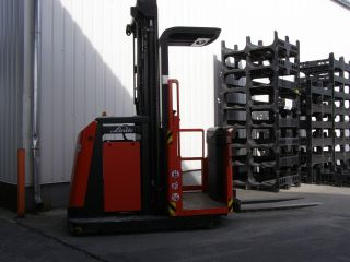 Linde V11 Forklift Truck Yom 2010 With Only 3 Operating Hours Located In Hungary photo