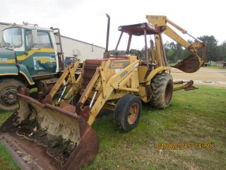 Case 580e Backhoe.  Case 580e Loader Backhoe,  Runs photo