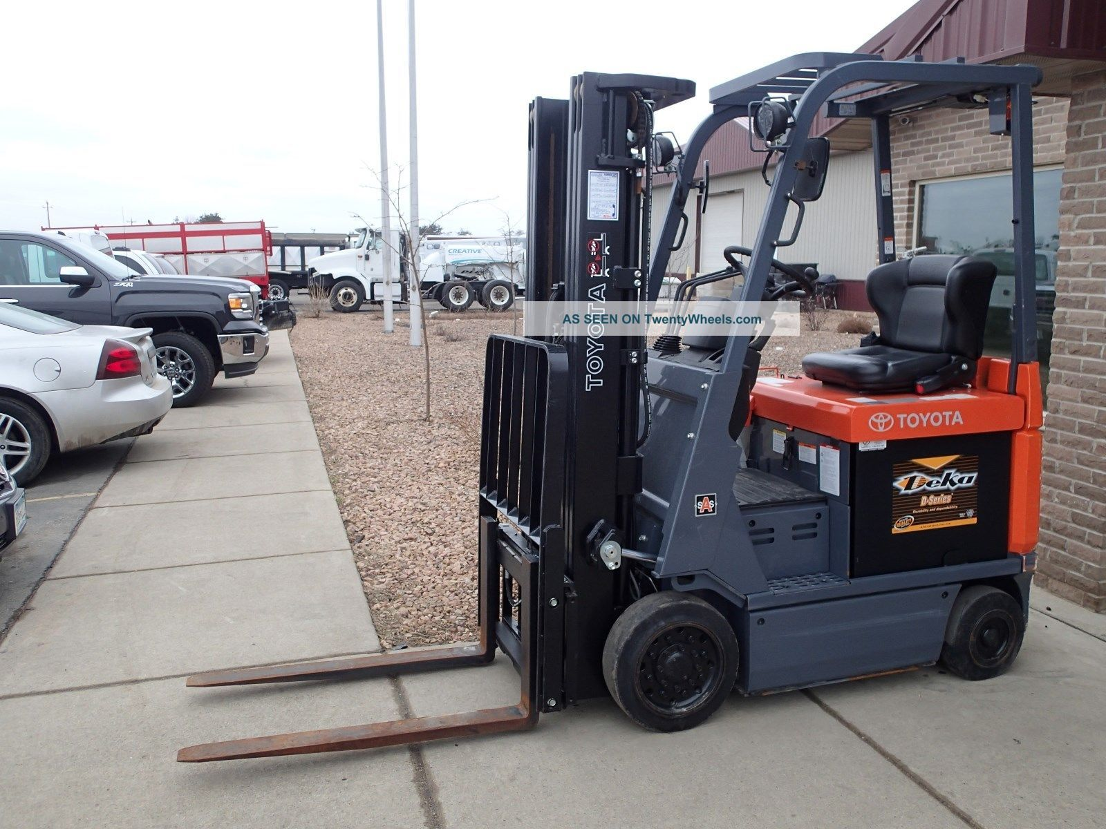 2014 Toyota 7fbcu18 Series 36 Volt Electric Forklift - 3  000lbs