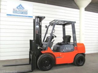 Toyota,  7fgu30 6,  000 Pneumatic Tire Forklift,  3 Stage,  S/s,  Gas,  Fork Pos.  7fgu25 photo