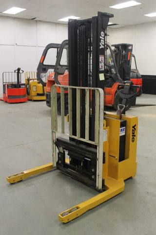 Reconditioned 2000 Yale Walkie Stacker Forklift 3000 Lb Side Shift + Charger photo