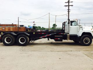Roll Off Trucks photo