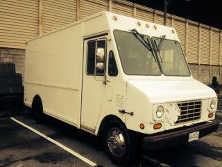 1995 P30 Chevy Diesel Step Van photo