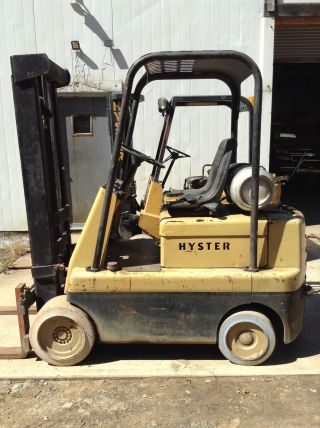 Hyster Forklift 5,  500lbs Propane Solid Tires 2 Stages photo