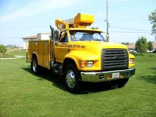 1995 Ford F 800 Bucket Truck - Required photo