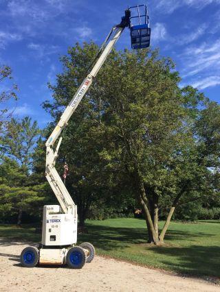 Terex 36 ' Electric Articulating Boom Man Lift photo