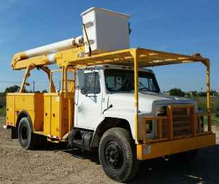 1985 International Bucket Truck photo