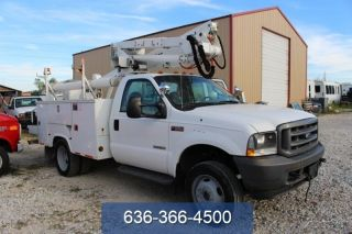 2004 Ford F - 550 Chassis photo