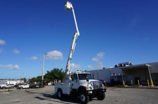 2003 International 7300 Dt - 466 4x4 - Dually Bucket Truck photo