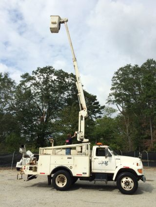 1997 Ford F800 Bucket Truck photo