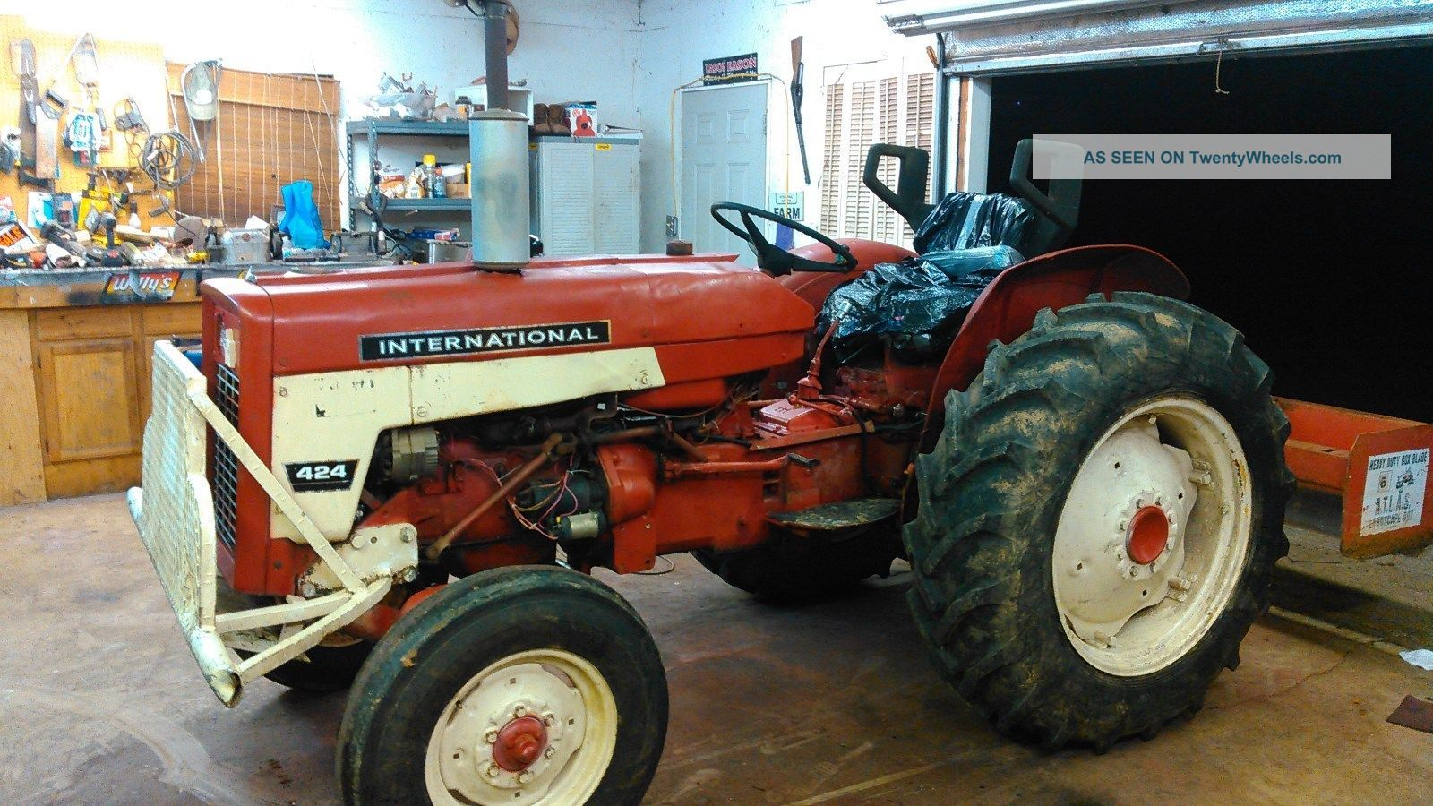 1966 international harverster 424 tractor 1, 647 hours antique & vintage  farm equip photo
