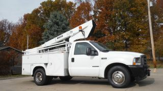 2003 Ford F350 Bucket Truck Boom photo