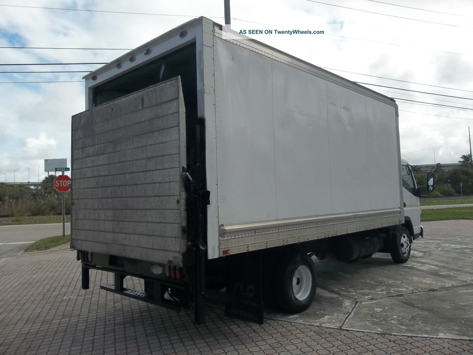Tractor Lift Gate : Mitsubishi fuso box truck diesel with lift gate