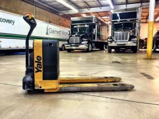 Yale Lift Truck Model Mpb040 - En24t2748 - Electric Pallet Jack photo
