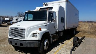 2000 Freightliner Fl80 photo