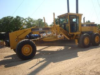 2006 Caterpillar 12h Motorgrader W/ Rear Ripper photo
