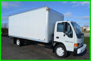 2005 Isuzu Nqr 16ft Box Truck photo