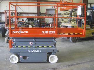 1999 Skyjack 3219 Scissor Lift 19 ' Platform Height 25 ' Work Height photo
