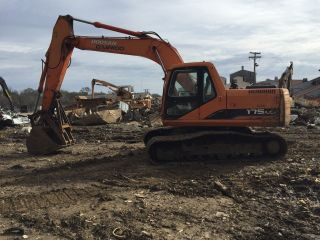 Doosan 175lcv Hydraulic Excavator Daewoo Scrap Material Handler Hydrolic Thumb photo