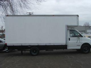 2002 Chevrolet 3500 Box Truck photo