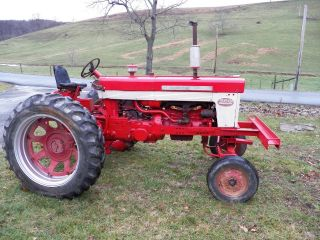 Farmall International 560 Tractor Gas Wide Front 460 340 M A Bn C H photo