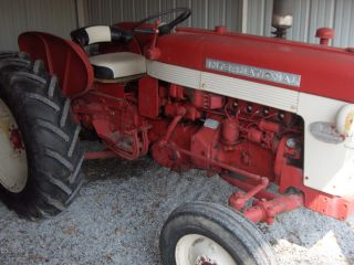 International 340 Utility Tractor photo