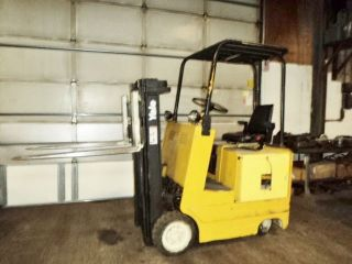 Yale 4000 Lb Electric Fork Lift 15 Ft Lift Capacity W/ Battery Charger photo
