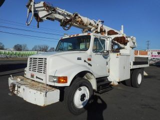 2001 International 4700 Digger Derrick Boom Crane Truck photo