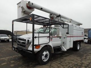 2007 Ford F750 Altec 61 ' Bucket Boom Chipper Dump photo