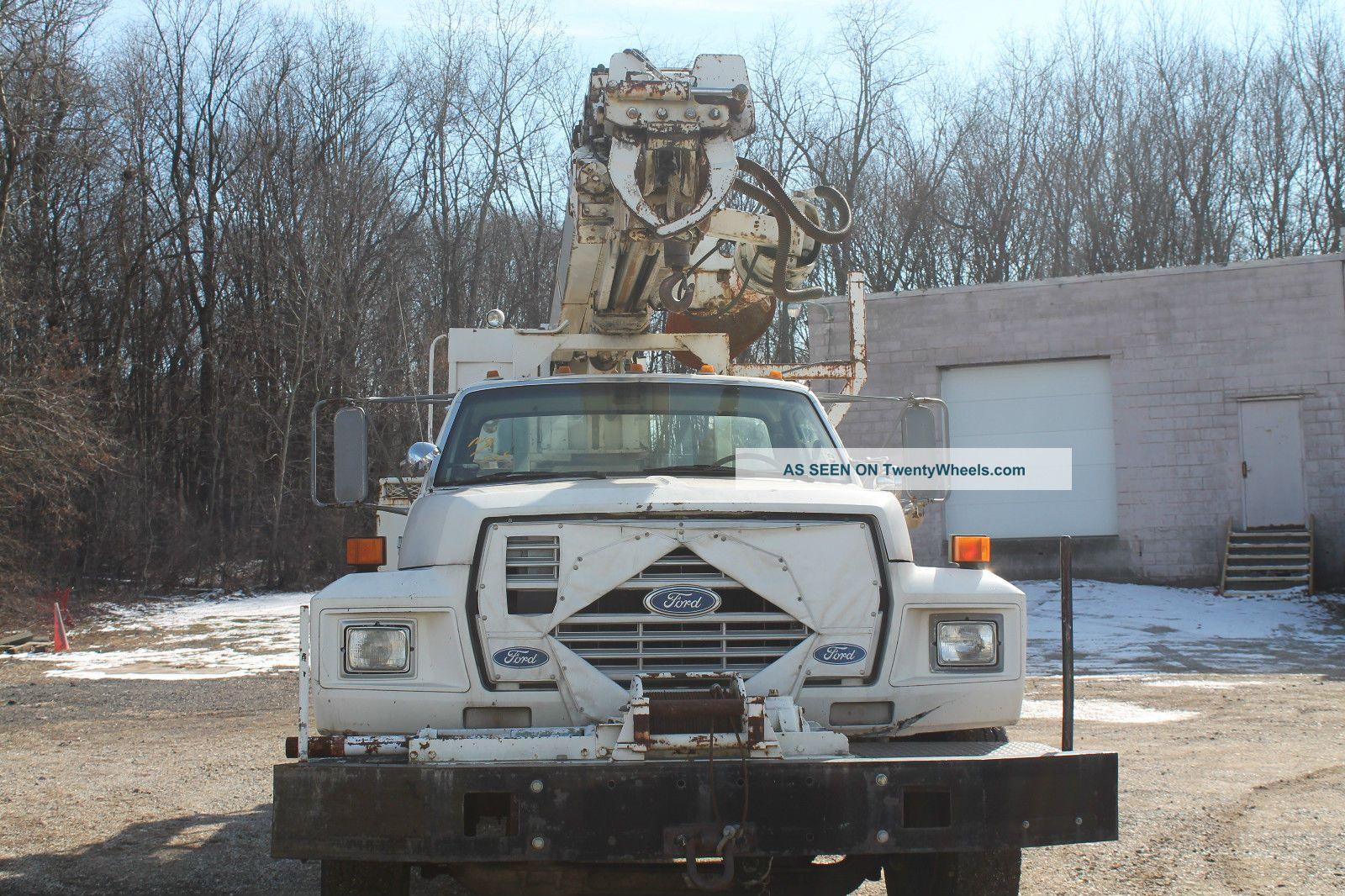 1988 Ford F 800 Bucket / Boom Trucks photo