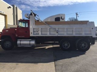 1991 Ford L8000 photo