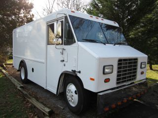 1999 International Utilimaster Step Van photo