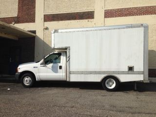 1999 Ford F350 White Box Truck photo