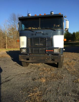 1987 International 9670 Cabover Single Axle photo